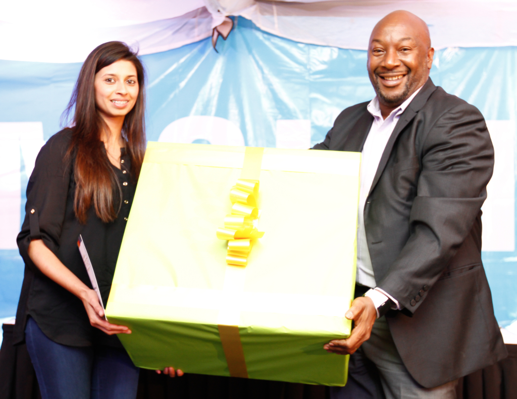 Chadni Solanki (L) of Pika Chakula receives gift from Robert Ngeru(R), VP, Samsung after being crowned winner of the Samsung Food Blogger Challenge